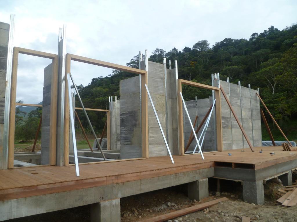 Construcci n de paredes casa prefabricada 1235 mts2 for Construccion de albercas economicas