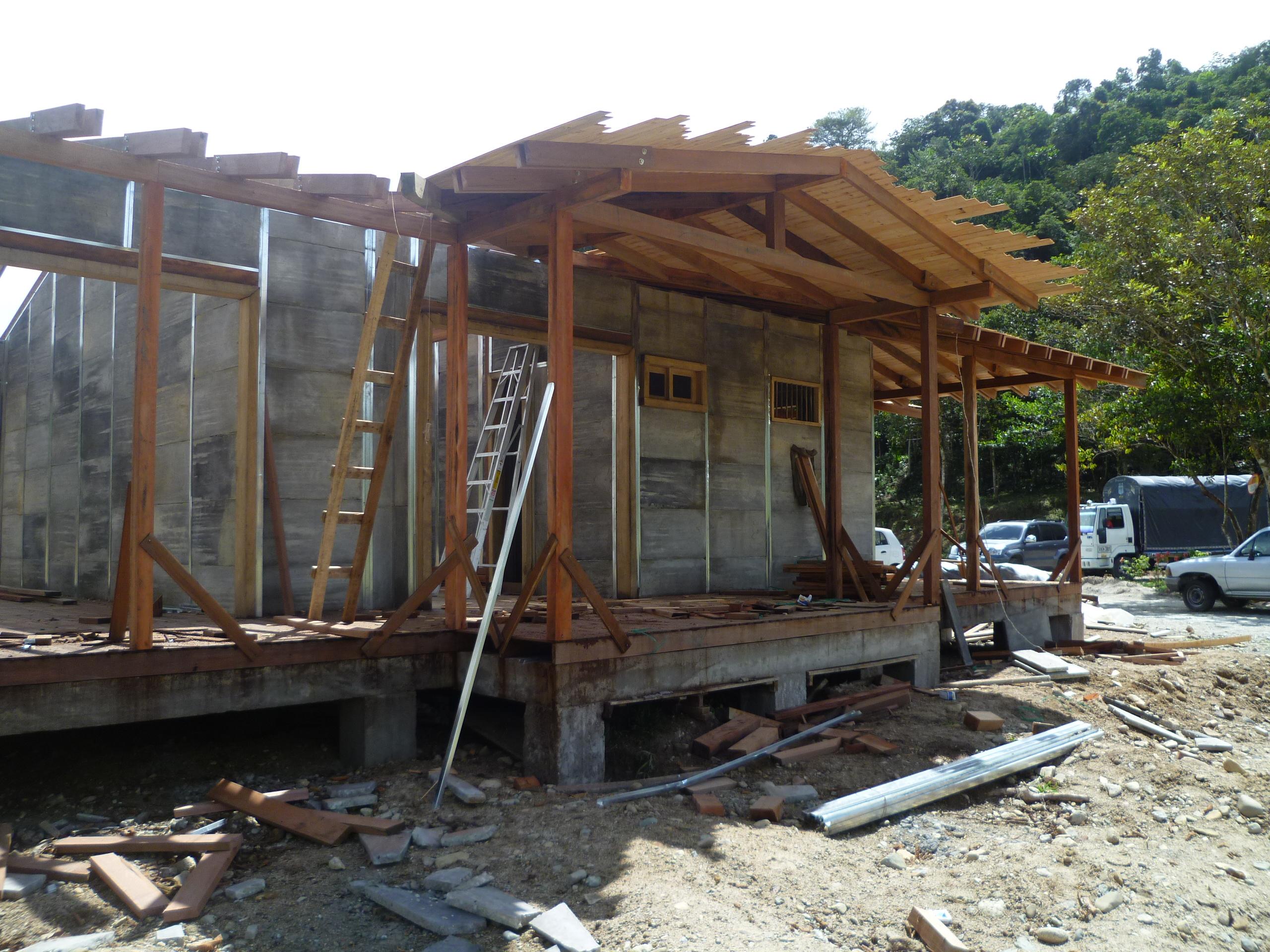Construcci n de techo y kiosco casa prefabricada 1235 mts2 - Construccion de casas prefabricadas ...
